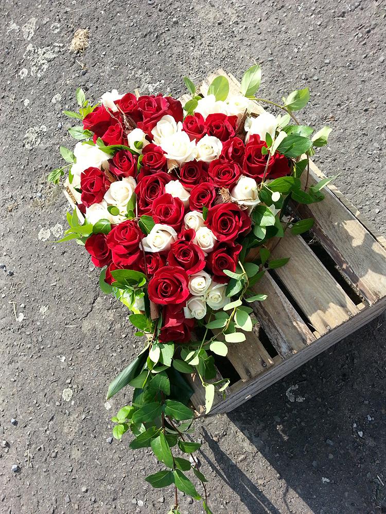 funeraille coeur rose