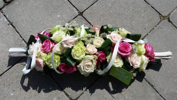 Fleuriste créatif.Bouquets, gerbes de funérailles